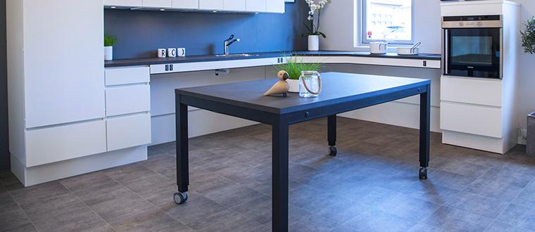 4single frame in kitchen