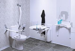 Svingbar vask i baderumsløsning indeholdende svingbar vask
